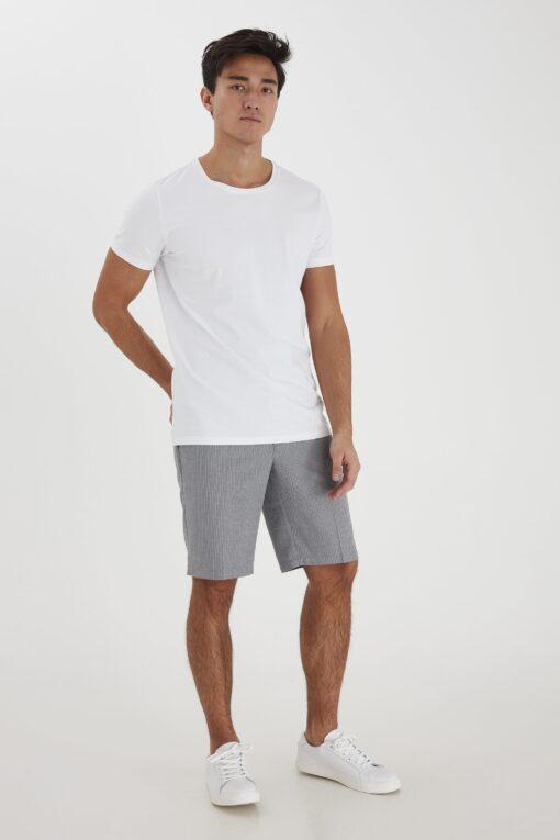 Grå shorts med striber